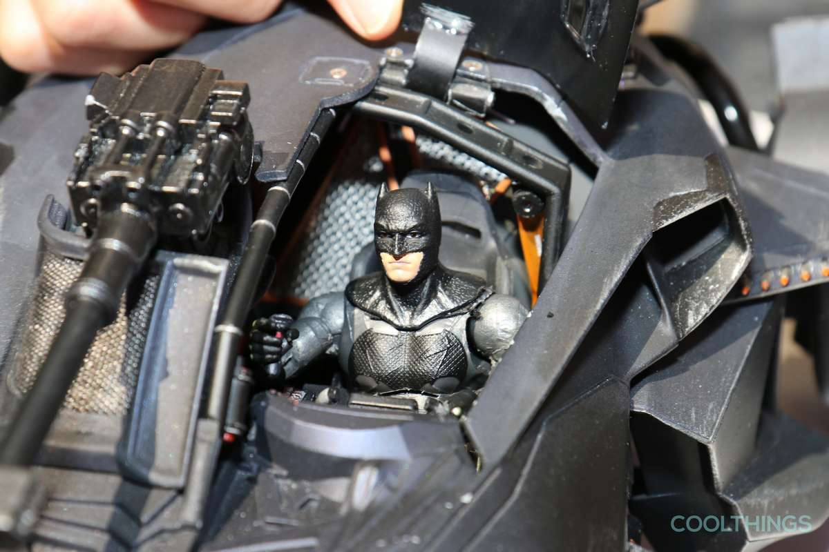 justice-league-elite-tek-batmobile